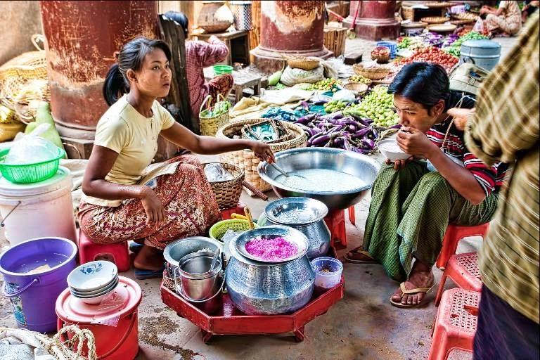 Базар в китайском квартале в Мандалае